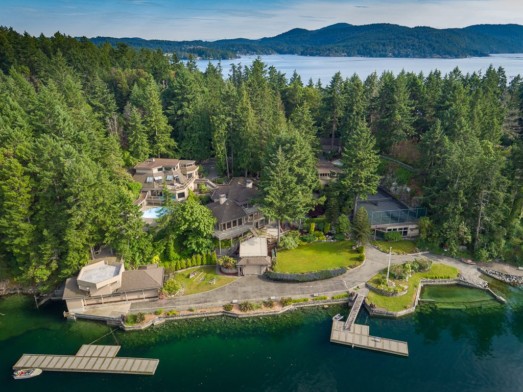 Premier Waterfront Property on Vancouver Island